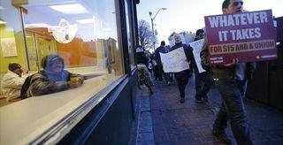 2014-12-04T133840Z_1_LYNXNPEAB30LO_RTROPTP_3_USA-FASTFOOD-PROTESTS