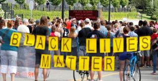 2016-07-11T145222Z_8_LYNXNPEC69112_RTROPTP_3_USA-POLICE-PROTESTS